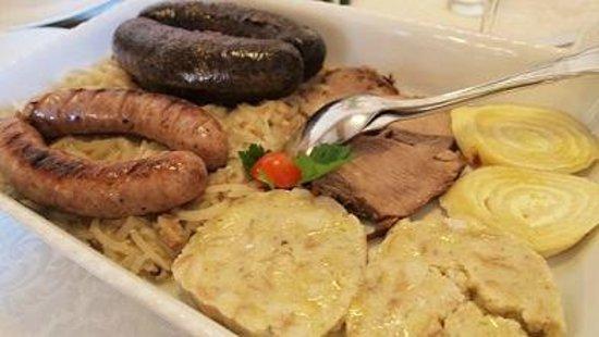 Hotel Kotnik Restaurant & Pizzeria: Traditional Slovenian plate