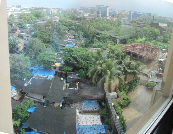 Courtyard Mumbai International Airport: shanty town and one of the building sites
