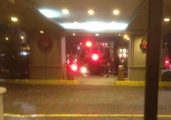 Crowne Plaza Newark Airport: Intervention des pompiers pendant la nuit...