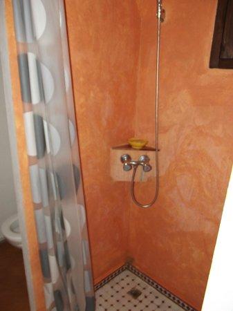 Au Bord de l'Eau : douche