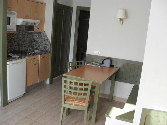 HD Parque Cristobal Gran Canaria : Bungalow: Salle à manger + coin cuisine