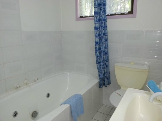 Tropic Oasis Holiday Villas: 1 bedroom unit - bathroom