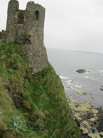 Dunluce Castle: Part of the castle overlooking the sea