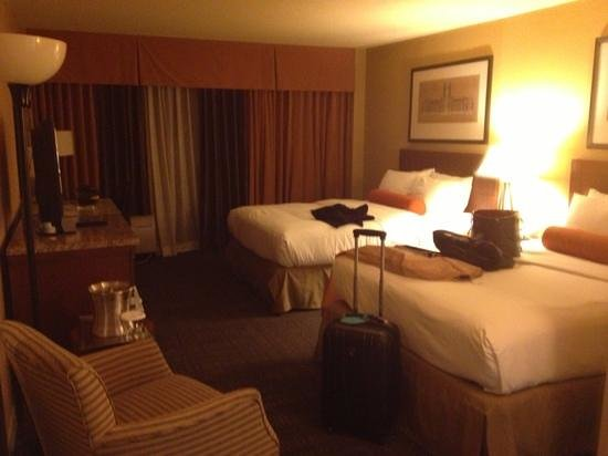 Hilton Knoxville: standard double bed