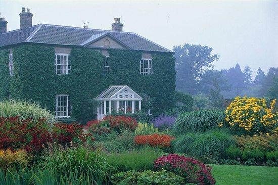 Bressingham Hall : Hall and Dell Garden
