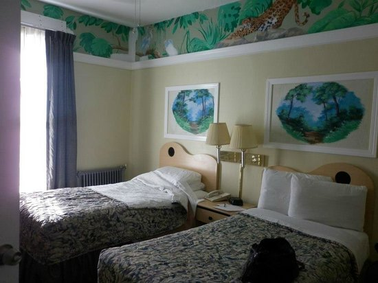 Adante Hotel: Two beds (note amphibian paintings!)