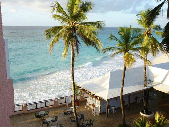 Barbados Beach Club: beach view from room