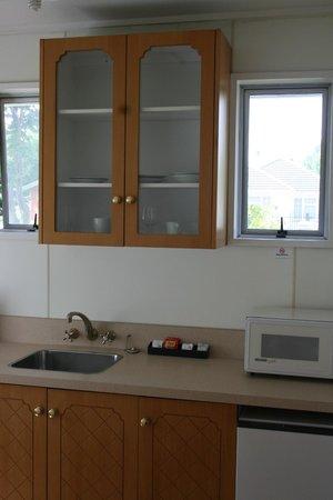 Ferry Motel : Studio Unit Kitchen