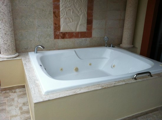 TRS Yucatan Hotel: The Jacuzzi