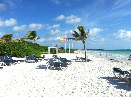 The Royal Suites Yucatan by Palladium: the beach