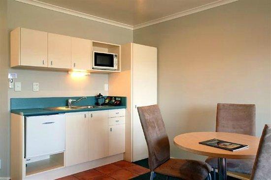 Anglesea Motel & Conference Centre: Kitchen in Studio Units