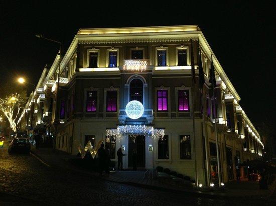 W Istanbul: Hotel Building