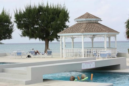The Grandview Condos Cayman Islands: Kids often had the pool to themselves
