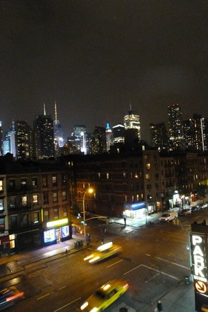 Skyline Hotel: View across 10th toward ESB. Skyline Deli in lower right.