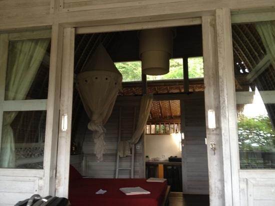 Mandala Bali Bungalow: балдахин жутчайший и очень грязный