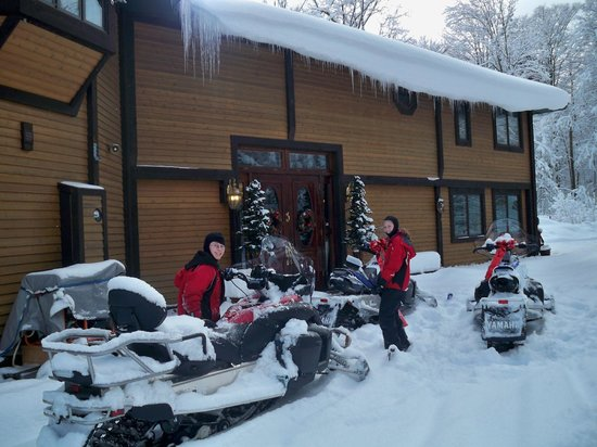 Northern Lights Bed and Breakfast : Snowmobile from our front door