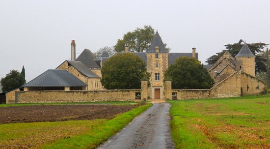 Loire Valley Retreat: Entrance to the Chateau
