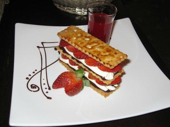 Carcosa Seri Negara : Strawberry Dessert