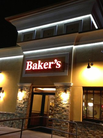 Baker's Restaurant: Front entrance