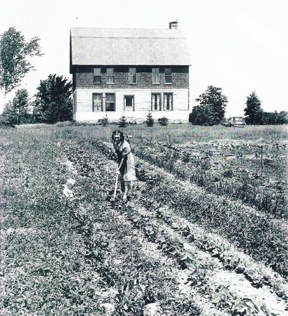 Grasse's Grill: The Grasse farm, Ellison Bay, 1939