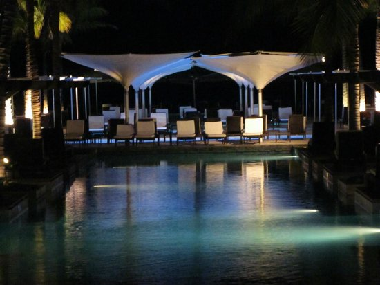 JW Marriott Panama Golf & Beach Resort: Pool area at night with Pacific ocean in background