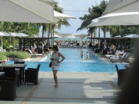 JW Marriott Panama Golf & Beach Resort: One of the pools and ocean view
