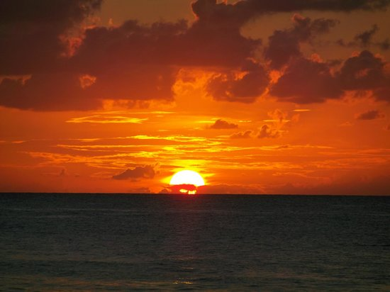 Bananarama Beach and Dive Resort: Nothing like a West Bay Beach Sunset