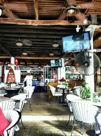 Mr. Papa's : Nearly empty restaurant...