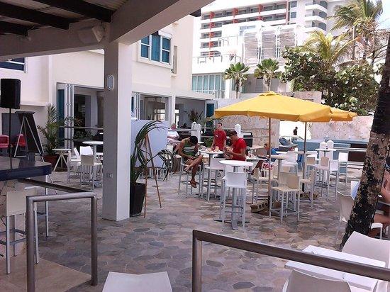 Atlantic Beach Hotel: bar area