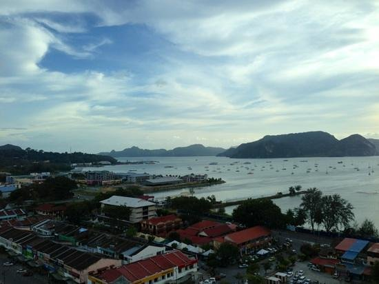 Bayview Hotel Langkawi : Kuah town from the 14th floor executive seaview rm