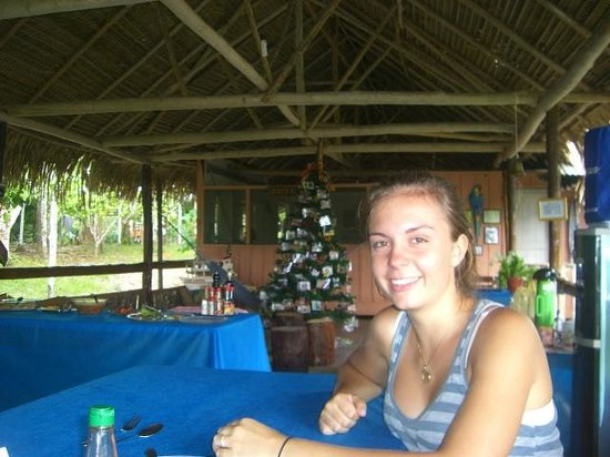 Tariri Amazon Lodge: Open air dining enhanced by the family Christmas Tree
