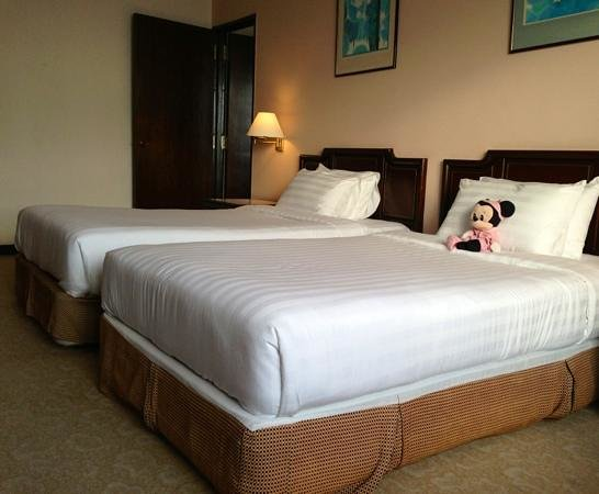 Bayview Hotel Langkawi: Clean twin beds in executive seaview rm with connecting door to king rm