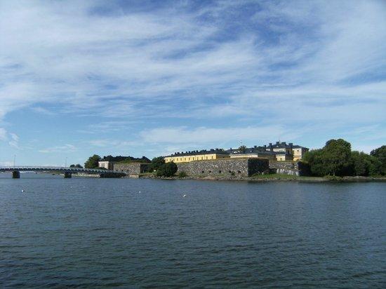 Hostel Suomenlinna: appoaching island by ferry