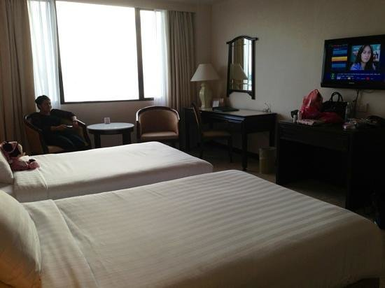 Bayview Hotel Langkawi : Beds, dressing area, mirror and flat screen tv