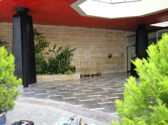 Helnan Palestine Hotel: Hotel driveway