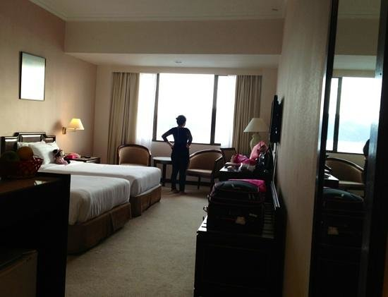 Bayview Hotel Langkawi: whole view of the room from the doorway