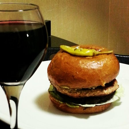 Cambria hotel & suites Denver International Airport: delicious turkey, portobello and avocado burger and complimentary happy hour