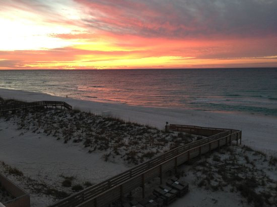 Hilton Pensacola Beach: Sunrise from our balcony.