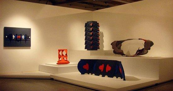 Museo La Tertulia: Homenaje al maestro Negret en el tercer piso de las Salas de la Colección: Máquinas.