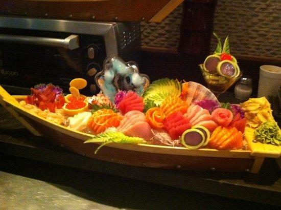 Thai Fuku: Special sashimi boat