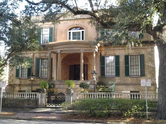 Marchall house picture of savannah historic district for Historic houses in savannah ga