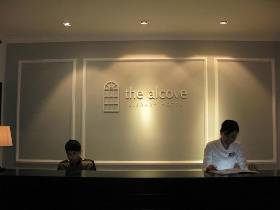 The Alcove Library Hotel: front desk