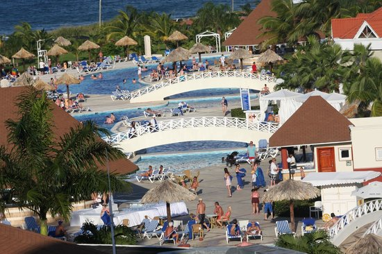 Piscine picture of grand bahia principe jamaica runaway for Piscine a debordement principe
