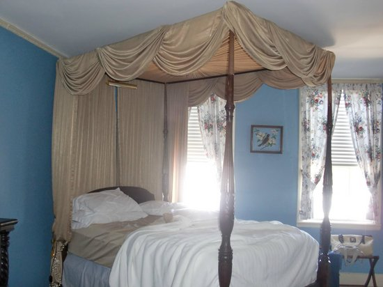 Historic Oak Hill Inn: bed