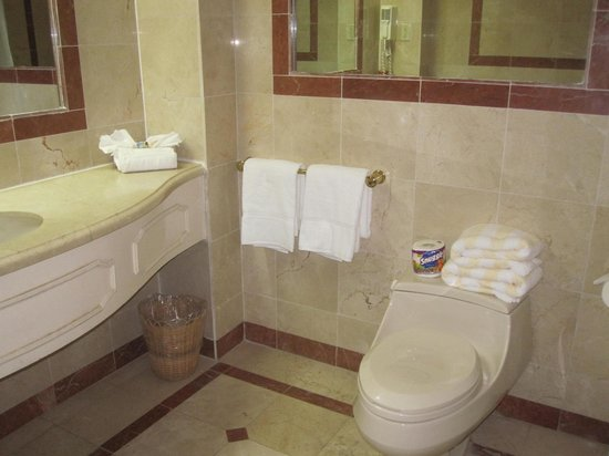 Coco Reef Tobago: Bathroom