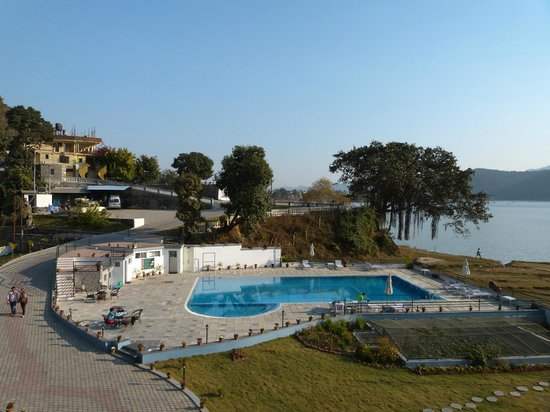 Waterfront Resort Hotel: The outdoor pool