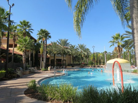 Floridays Resort Orlando: Main pool area