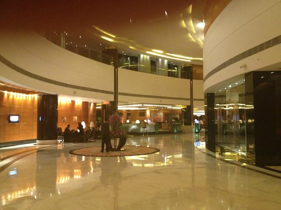 Radisson Blu Plaza Delhi Airport: The lobby
