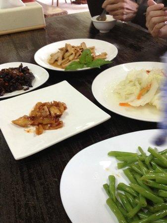 Zhu Hushan Ju Homestay: Every meal has 6-7 dishes!