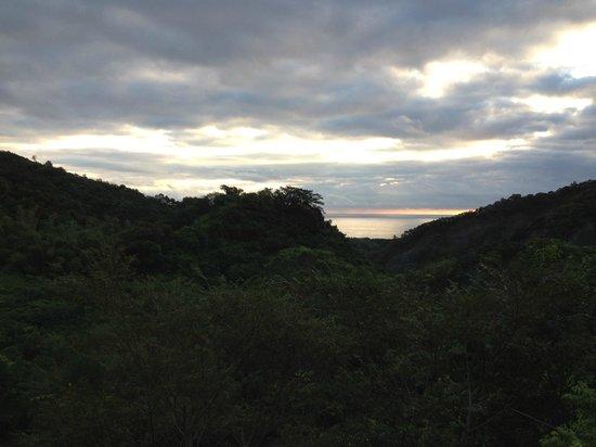 Taiwan Juhu Farmstay: faraway seaview....